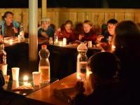 Bei Kerzenschein im Pavillon