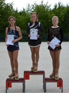 drei Mädels auf dem Siegerpodest