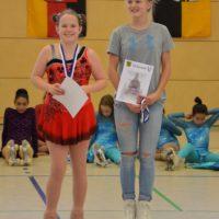 Figurenläuferin trifft Jugend: Manja mit Elli