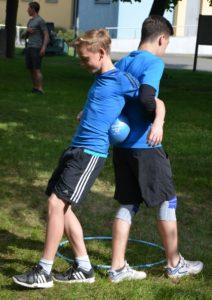 zwei junge Sportler